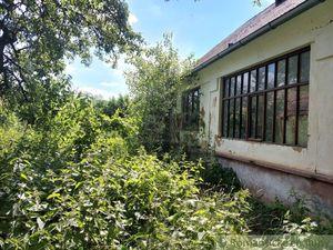 Vidiecka chalupa v podunajskej dedinke Moča