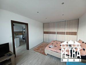 REZERVACIA : veľký  zariadený 1 izbový byt po úplnej rekonštrukcii v centre mesta Zvolen