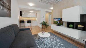 REZERVOVANÉ Krásny nový 2-izbový byt v centre Starého mesta na predaj