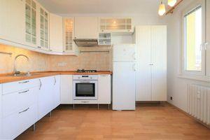 PRENÁJOM - Slnečný 3-izbový byt v Karlovej Vsi