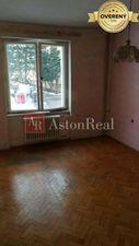 Hľadám pre nášho klienta 2-izbový byt Lánska Považská Bystrica