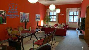 Prenájom veľkorysého bytu - 100 m2 obytnej plochy, priamo na nám. SNP