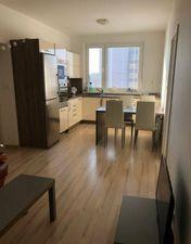 Prenájom 4 izbový byt, Bratislava - Petržalka, Hálova ul.