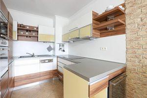 HERRYS - Na prenájom priestranný 2izb byt s dvoma loggiami v staršej novostavbe