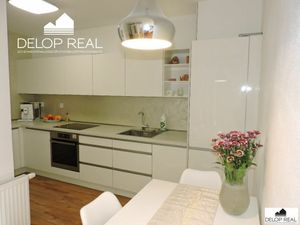 V novostavbe Rosnička ponúkame na predaj výborne dispozične riešený, klimatizovaný 2 izbový byt s ba