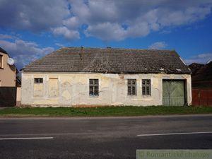 Starý vidiecky dom s lukratívnym stavebným pozemkom v blízkosti Piešťan