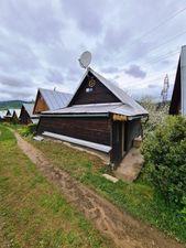 Útulná záhradná chatka v chatárskej oblasti blízko Brezna