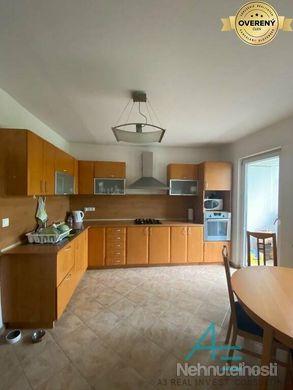 Pekný  4- izbový byt  s 2 lodžiami. - obrázok