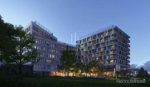 Exkluzívny penthouse s vysokými stropmi na okraji nového donwtownu - obrázok