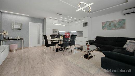 HERRYS - Na predaj krásny klimatizovaný 3izbový byt s priestrannou terasou, zimnou záhradou a garážo - obrázok