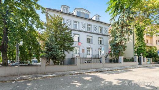 HERRYS - Na predaj veľkometrážneho 4 izbového bytu na najvyššom poschodí s krbom a terasou v mestske - obrázok