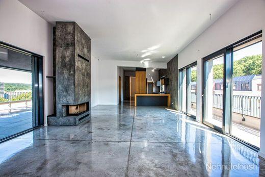 EXKLUZÍVNY PENTHOUSE 212 m2 s veľkou terasou 56m2 a tromi parkovacími miestami Kramáre - obrázok