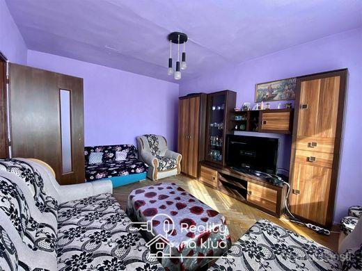 Na predaj 2-izbový byt s tromi balkónmi pri centre v Nových Zámkoch - obrázok