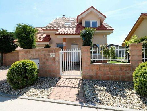 PREDAJ - Útulný rodinný dom so záhradou v Stupave, Moyzesova ulica