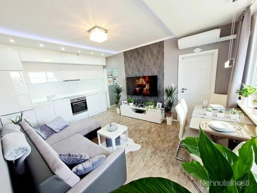 Vkusný byt po kompletnej rekonštrukcii prerobený na 3 izbový v Bratislave - obrázok