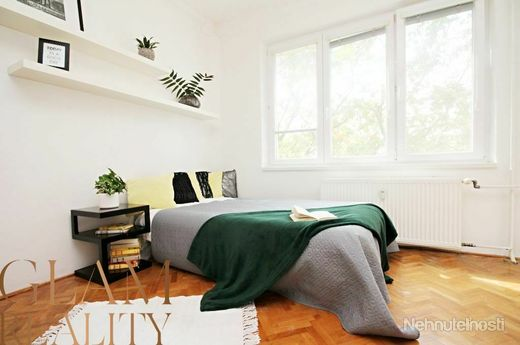 RUŽINOV - Rovníková ul. - 1i byt, 43 m2 - čiastočná rekonštrukcia, PRACOVNÝ KÚT, výťah, IHNEĎ VOĽNÝ - obrázok