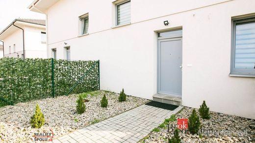 4 izbový rodinný dom so záhradkou, Stupava na prenájom