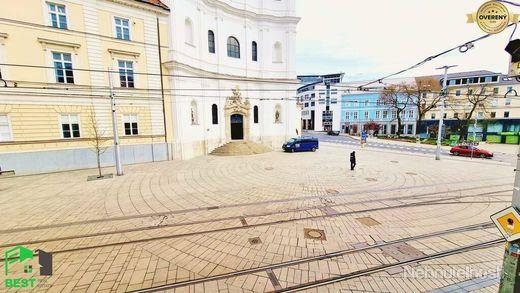 STAROMESTSKÝ 3-izbový byt v HISTORICKEJ ČASTI MESTA na Župnom námestí - obrázok