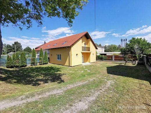 Dvojdom v obci Kvetoslavov, úžitková plocha domu 144m2, plocha pozemku 513m2,  dom v ŠTANDARDE