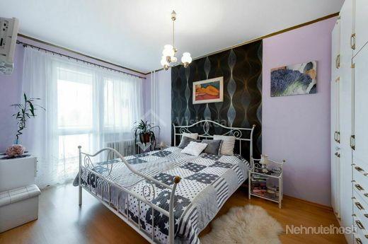 Rezervovane - Predaj 4 - izbový byt sídlisko KVP, Košice s 2 lodžiami a 2 kúpeľňami - obrázok