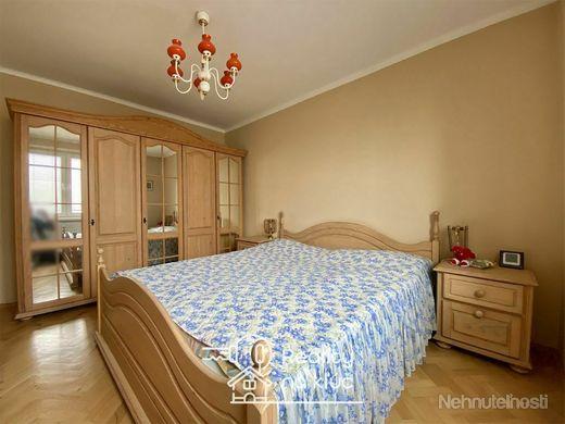 Tehlový 3-izbový byt s balkónom, garážou a záhradou v dobrej lokalite v Nových Zámkoch - obrázok