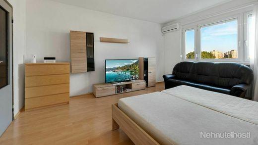 4 izbový byt v Bratislave - Petržalke na Furdekovej ulici - obrázok