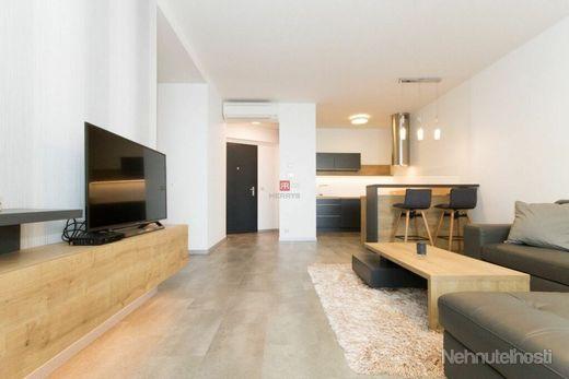 HERRYS - na prenájom 2 izbový byt v Panorama City na 26. poschodí s garážovým státím