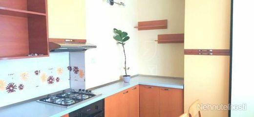 Výnimočný 3 izbový byt s garážou a vlastnou záhradkou o výmere 72m2 v Lučenci na ulici J. Wolkra - obrázok
