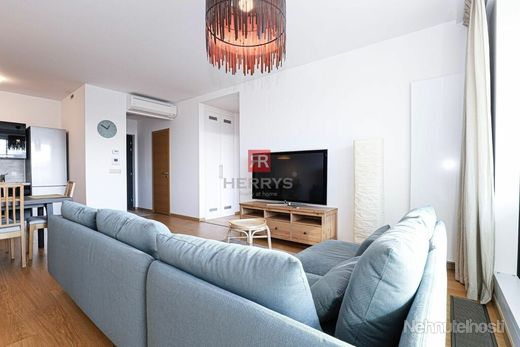 HERRYS - Na prenájom 3 izbový zariadený byt s lodžiou a dvoma garážovými státiami v novostavbe Panor
