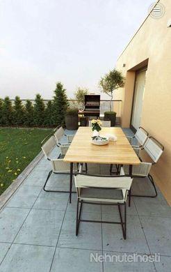 Penthouse v Miloslavove s veľkou zelenou terasou - obrázok