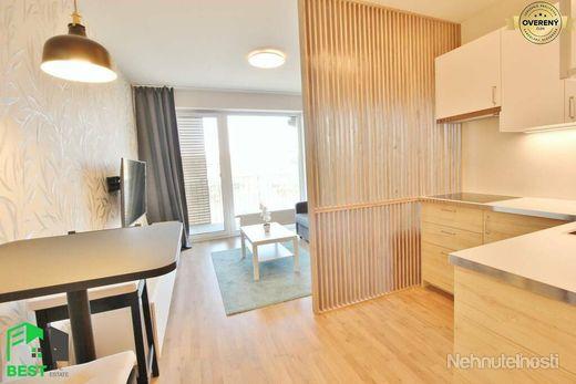 SLNEČNÝ a KOMPLETNE ZARIADENÝ 1-izb. byt s KLIMATIZÁCIOU a  BALKÓNOM - obrázok