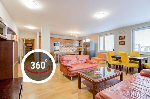 AXIS REAL:: BEZ PROVÍZIE Veľký 3-izb. byt, KLÍMA, BA II., Košická ul.