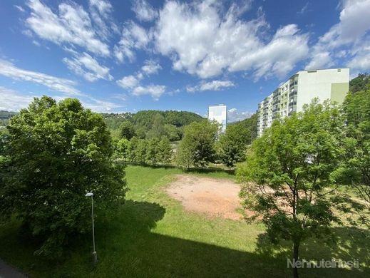 Predaj:4,5 izbový zrekonštruovaný byt v Brezne s balkonom aj loggiou - obrázok