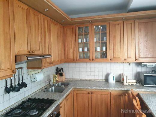 3-izbový kompletne zariadený a vybavený byt na prenájom na Drobného ul. v Bratislave IV - Dúbravke. - obrázok