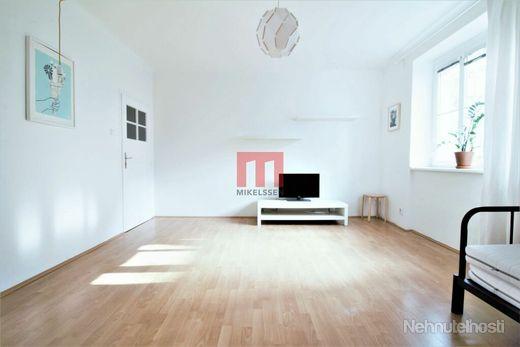 Na prenájom zariadený 1 izbový byt v tehlovom dome v širšom centre mesta - obrázok