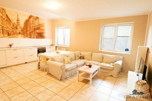 Na predaj priestranný 5 izbový byt v obľúbenej lokalite, Šusteková ul. - obrázok