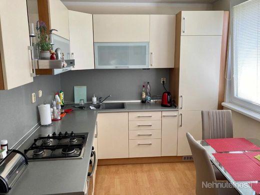 Ponúkame na predaj slnečný, kompletne zariadený, 4.izb byt vo výbornej lokalite - obrázok