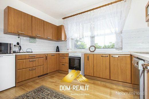 DOM-REALÍT ponúka na predaj 5i rodinný dom v Šamoríne-Mliečno, na ul. Hrušovskej
