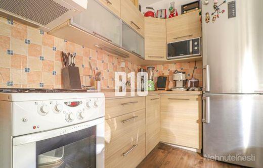 Rezervované - Vkusný 2 izbový byt pri Chorvátskom ramene v pokojnej časti Petržalky. - obrázok