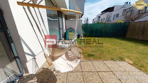 REZERVOVANÉ Exkluzívne na predaj slnečný 3 izb.byt vo Hviezdoslavove